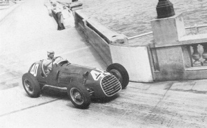 Alberto Ascari, who would win the 1950 World Championship, enters Tabac. © Unknown