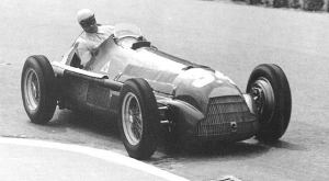 Fangio on his way to victory. © Unknown