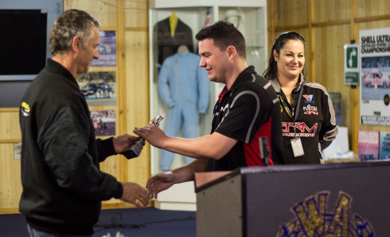 Stewart Burns receives his trophy for the weekend.